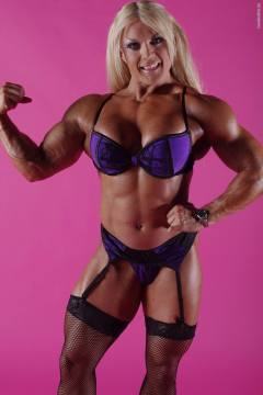 Lisa Cross stripping out of all clothes demonstrates big muscles