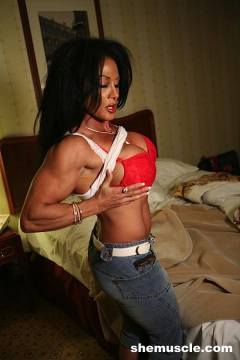 Super hard female bodybuilding porn star the 4th photosets of Lynn McCrossin dressed in sexy lingerie